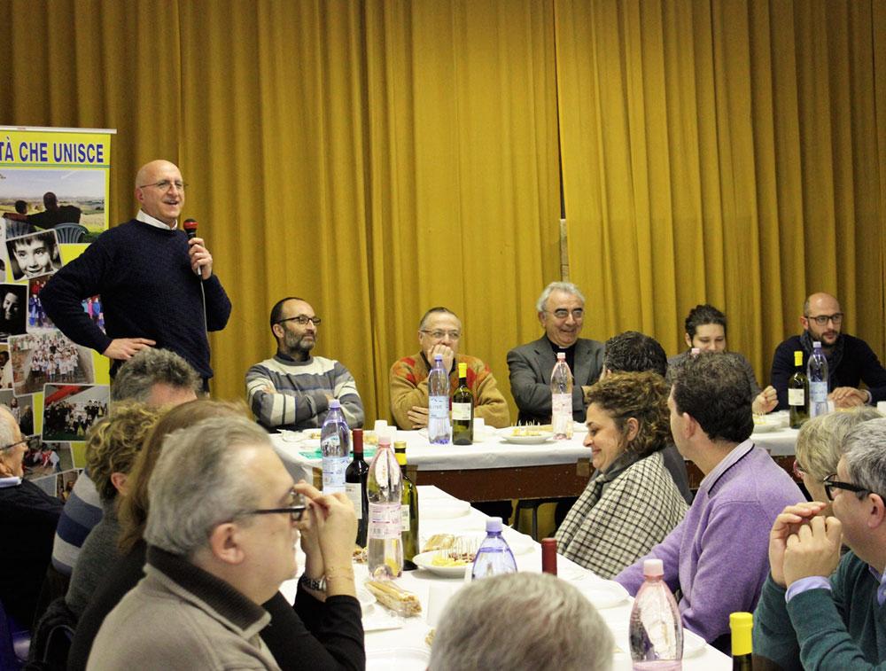 Il vescovo Francesco Manenti a cena con Associazioni Il Salvagente